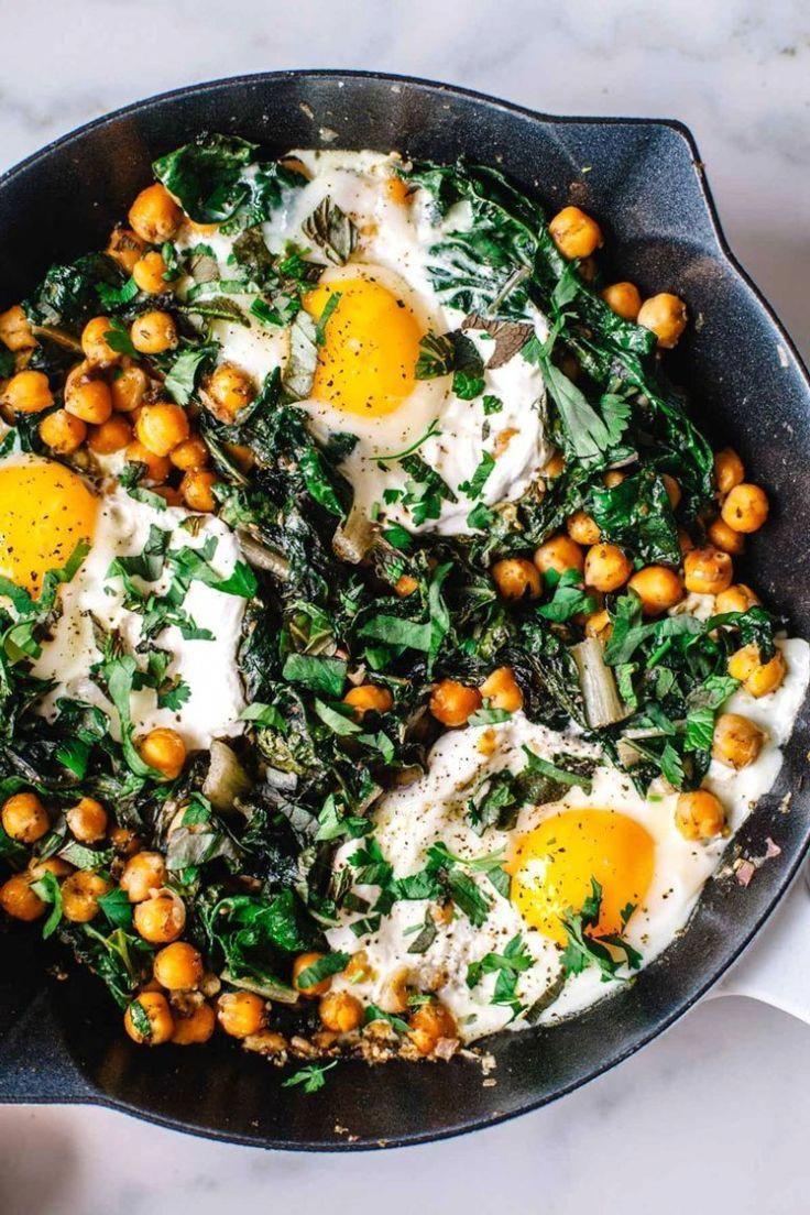 Mediterranean-Spiced Yogurt and Egg Breakfast Skillet #vegetarian #breakfast #healthy | Brewing Happ...