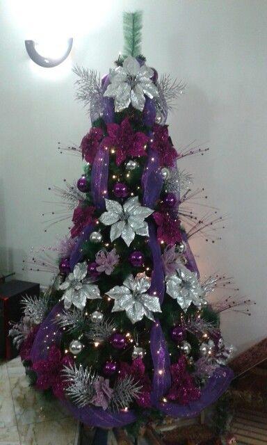 Rbol de navidad de color morado y plateado arbol de - Arbol de navidad morado ...