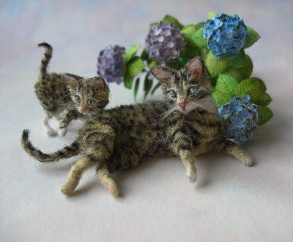Dolls House Black /& White Kittens Playing Together Pet Animal 1:12 Cat