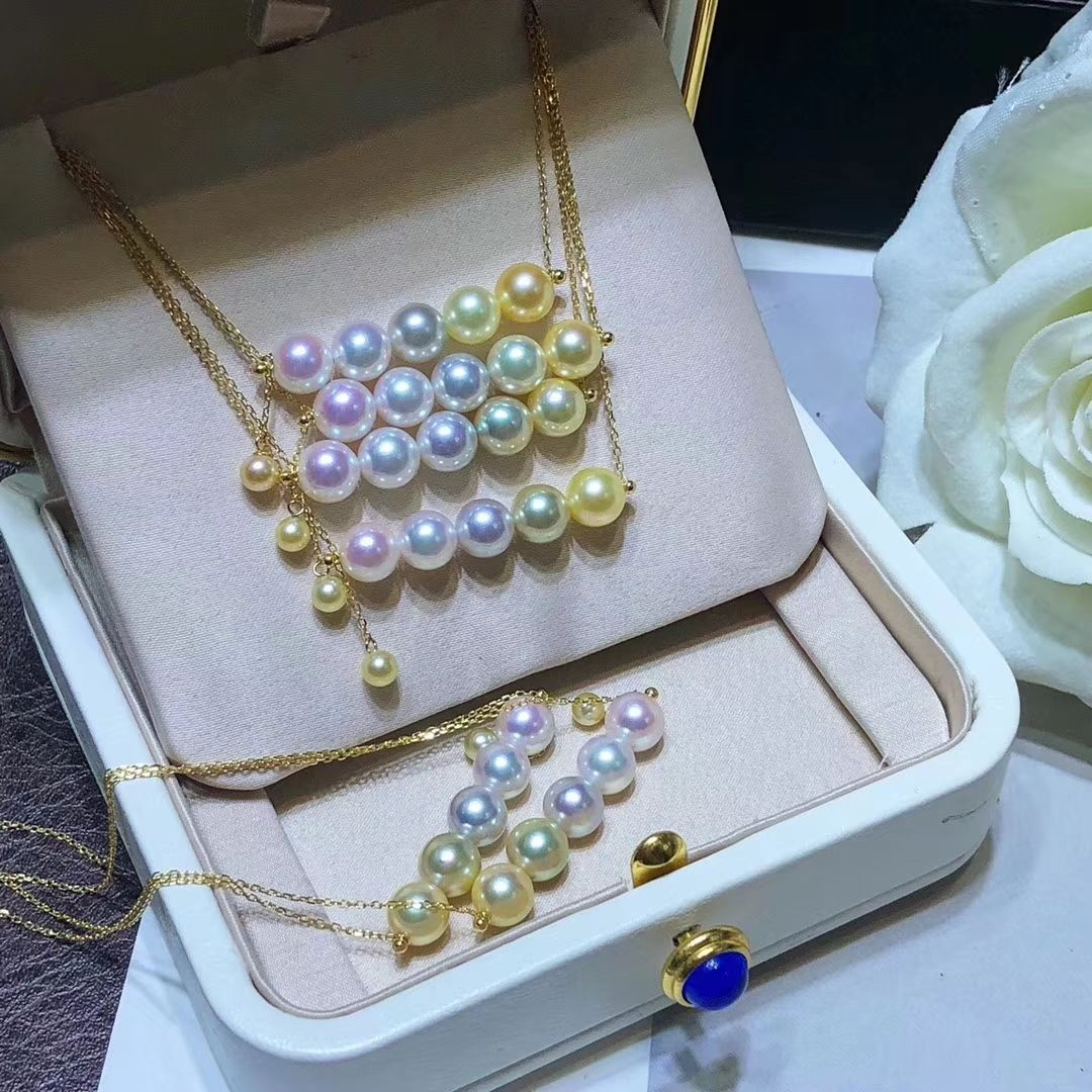 Multicolor Akoya pearl necklace, glare, flawless  Worth collecting