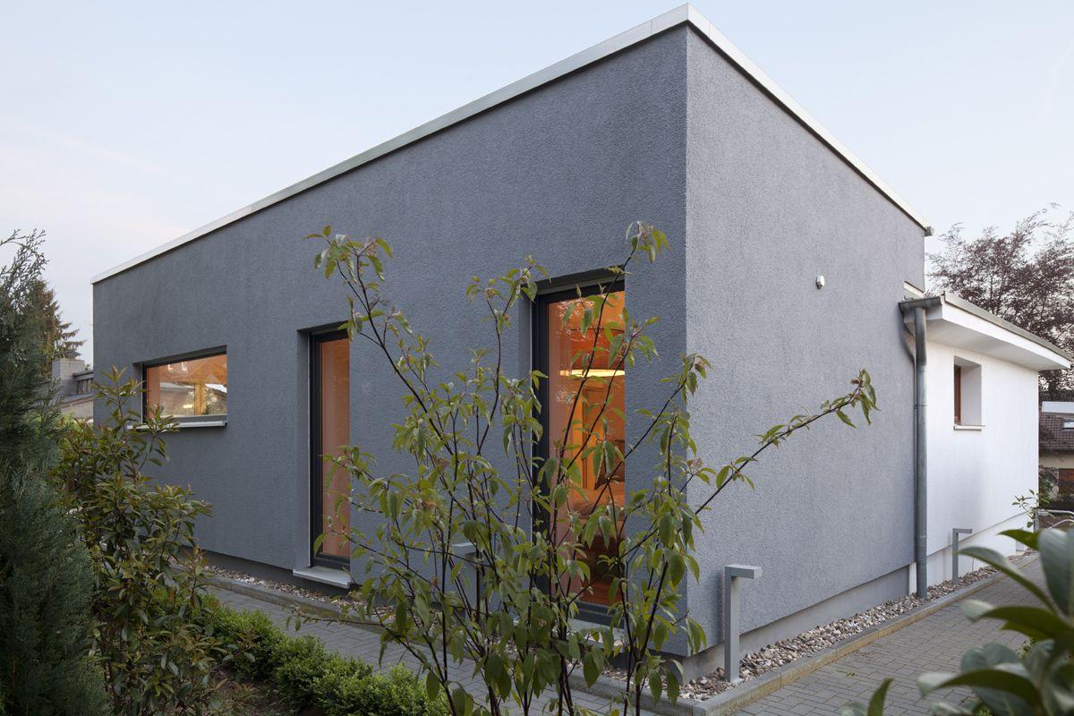 Anbau f farblich betonte erweiterung anbau an for Architekten bungalow modern