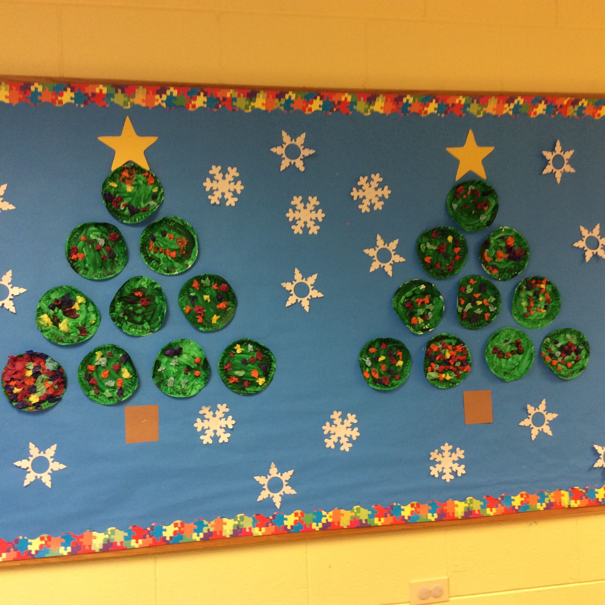 Christmas Tree Bulletin Board The Children Paint Small Paper Plates Green And Scrunch Up Pieces Of T Painting For Kids Bulletin Board Tree Activities For Kids