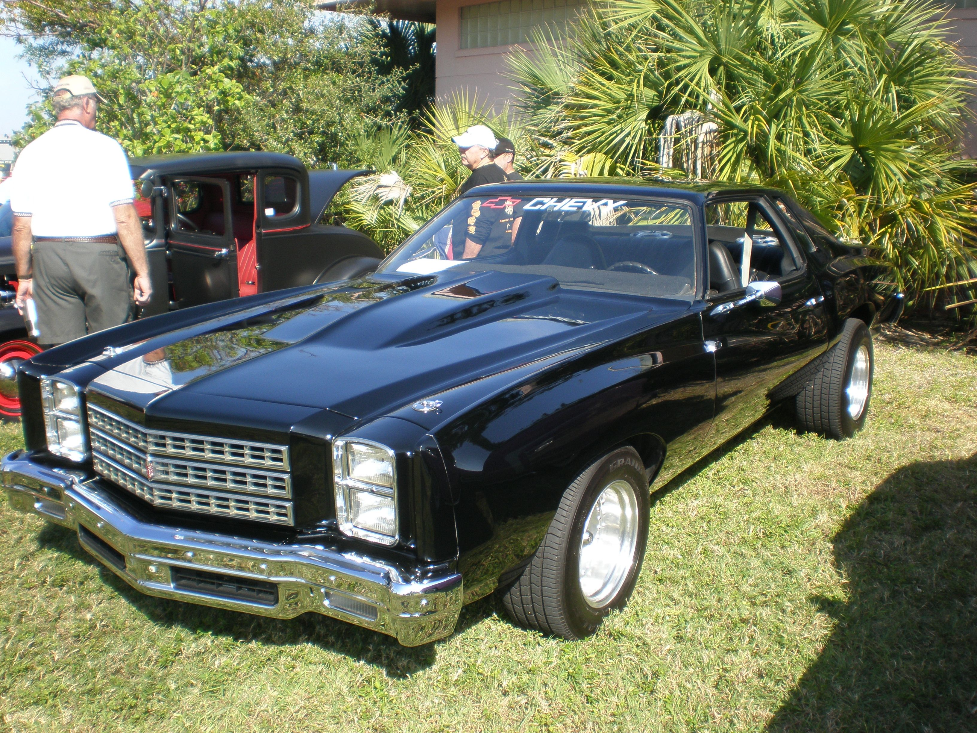 My 1976 Monte Carlo Bought Off Orginal Owner In 1993 But Of Course It Didn T Look Quite Like Thi Vintage Muscle Cars Chevy Monte Carlo Chevrolet Monte Carlo