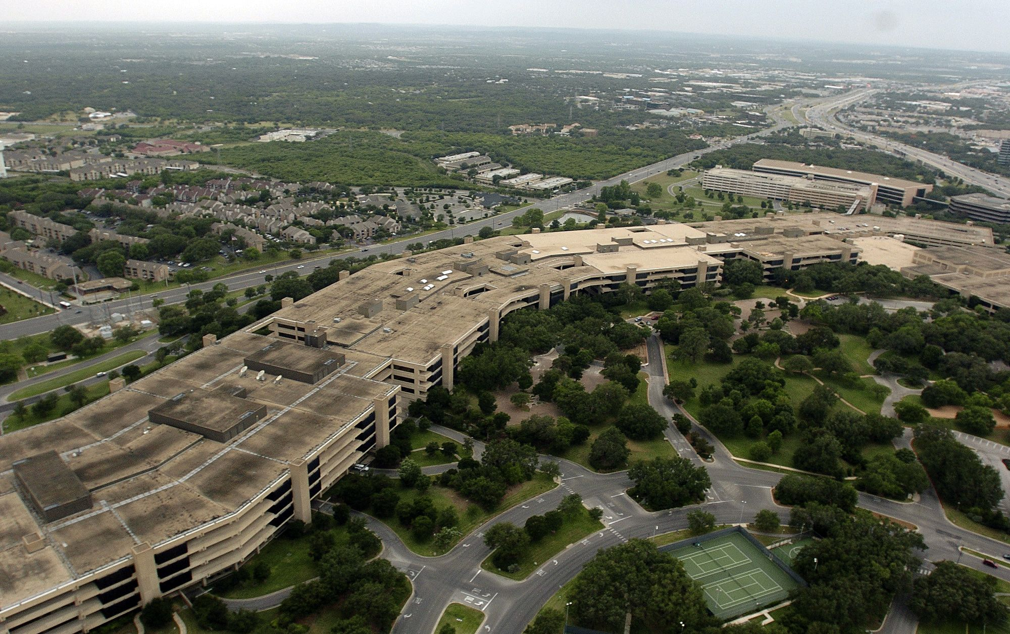 Usaa - At T Installs Nearly 1 000 Antennae At Usaa