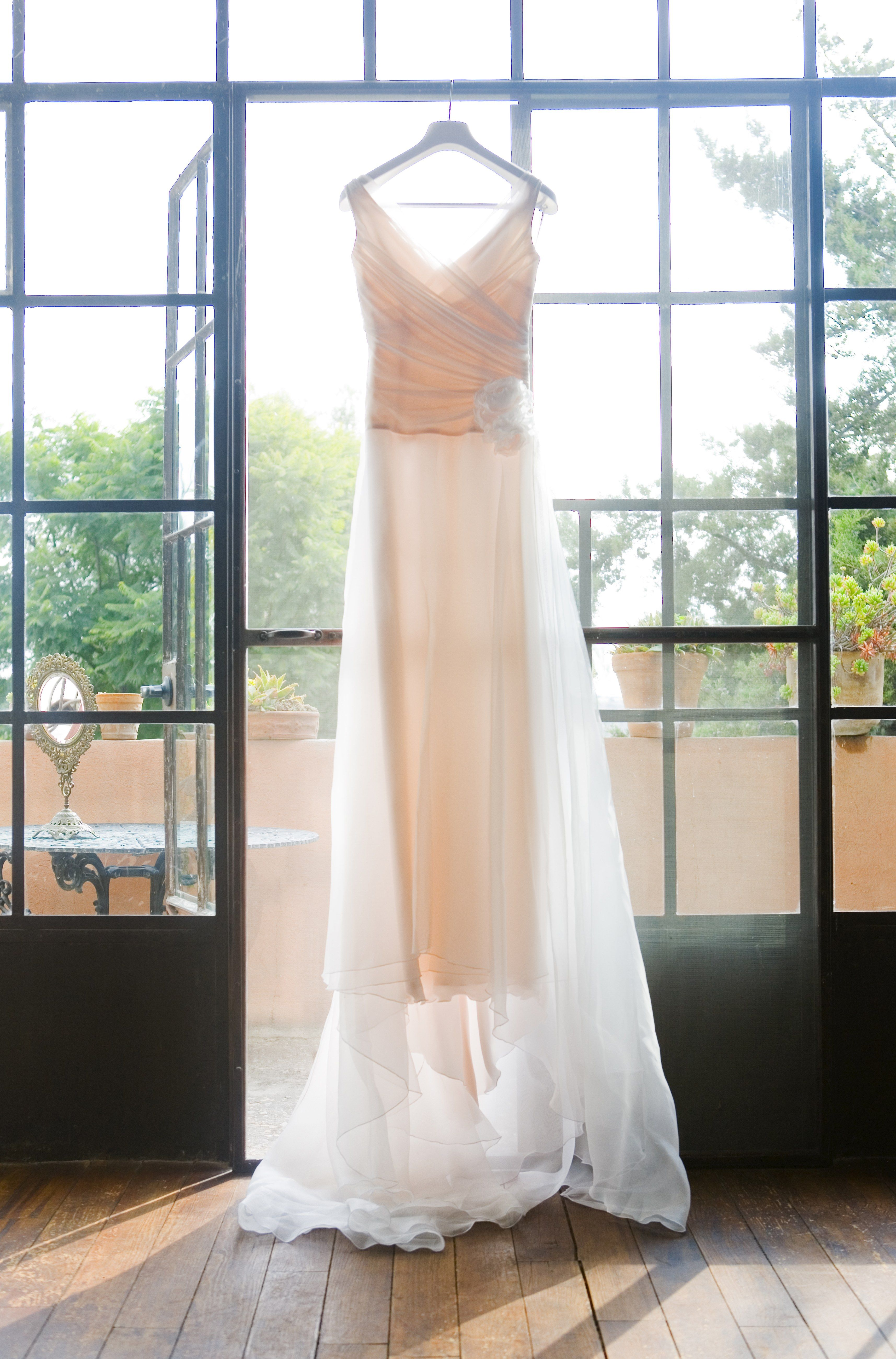 Mermaid wedding dresses with feather bottom  This Bride Says American Airlines Ruined Her Dress  American