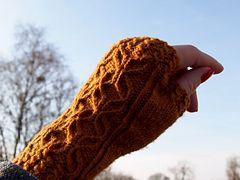 Ravelry: Wannabe Vintage Mitts pattern by Jennifer Buettgen