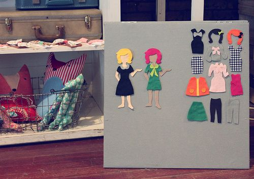 WICKED dress up felt board tutorial. Even comes with patterns for felt dolls, hair and selection of clothes
