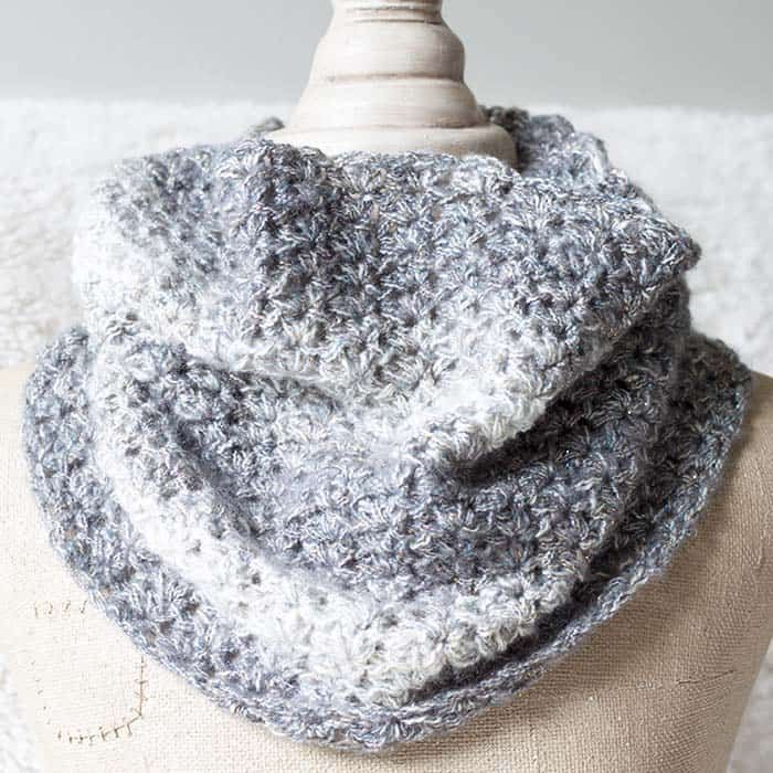 Free Shimmering Snow Cowl Crochet Pattern | Gorros