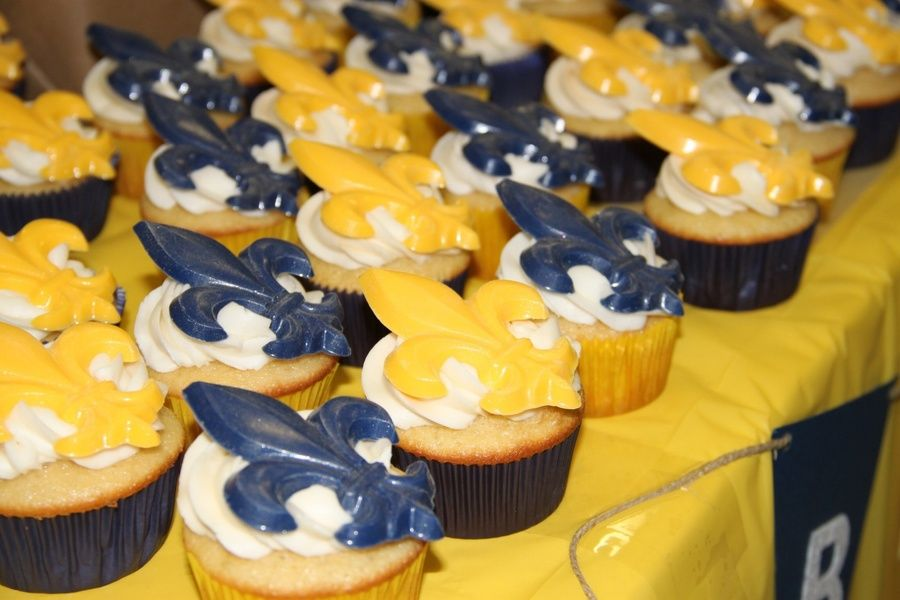 Blue and gold banquet for boy scouts in 2020 cupcake