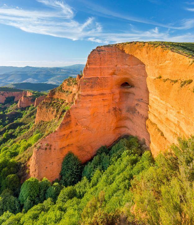 Place: Las Medulas, ancient Roman mines, Léon / Castilla y Léon, Spain. Photo by: Adrian Muñez (500px.com)