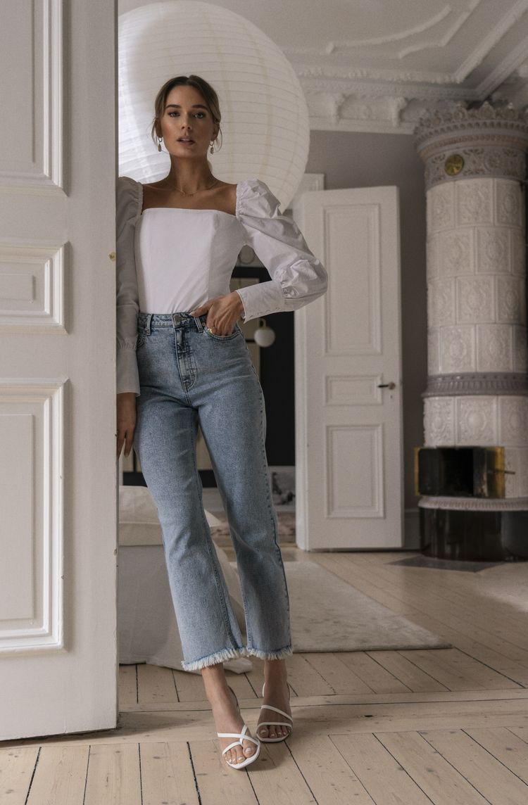 Photo of Basic outfit hvid top blå jeans outfit