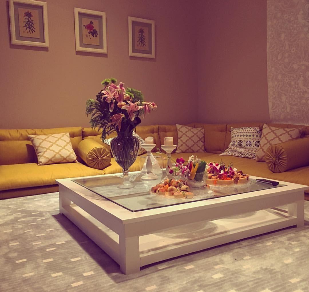 يا جمال تنسيقها هذي الجلسه من تنسيق وتنجيد ورشة منال Manalfahad2014 ا Comfy Living Room Decor Home Room Design Floor Seating Living Room