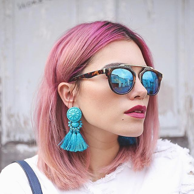 BLUE CRUSH. Blogger @xandervintage proves chic doesn't have to be conventional…