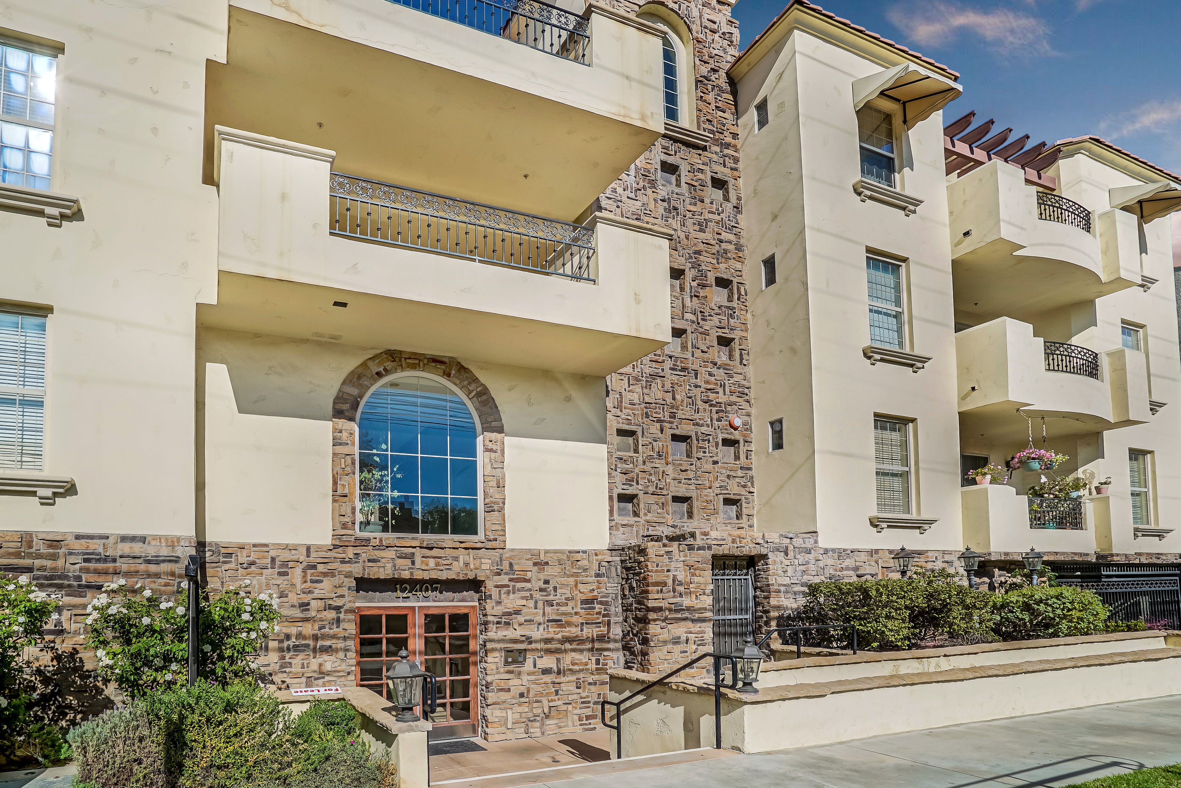 Pin By Chernov Team On Chernov Team 12407 Moorpark Street 203 With Images Condos For Sale Studio City Spacious Living Room