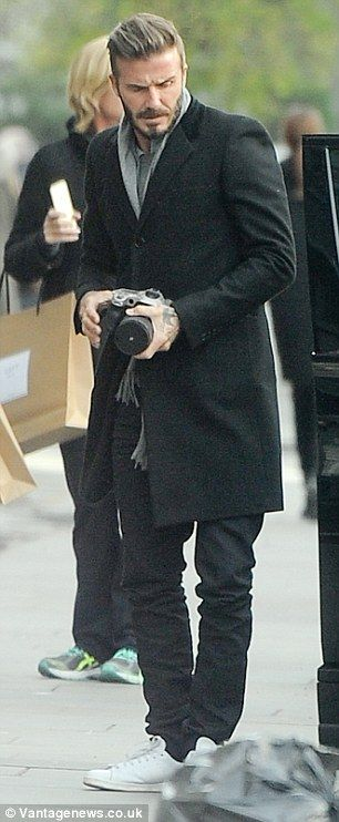 ee1248e6e69 ... his impressive digital camera. David Beckham snaps pictures of Harper on  London day out