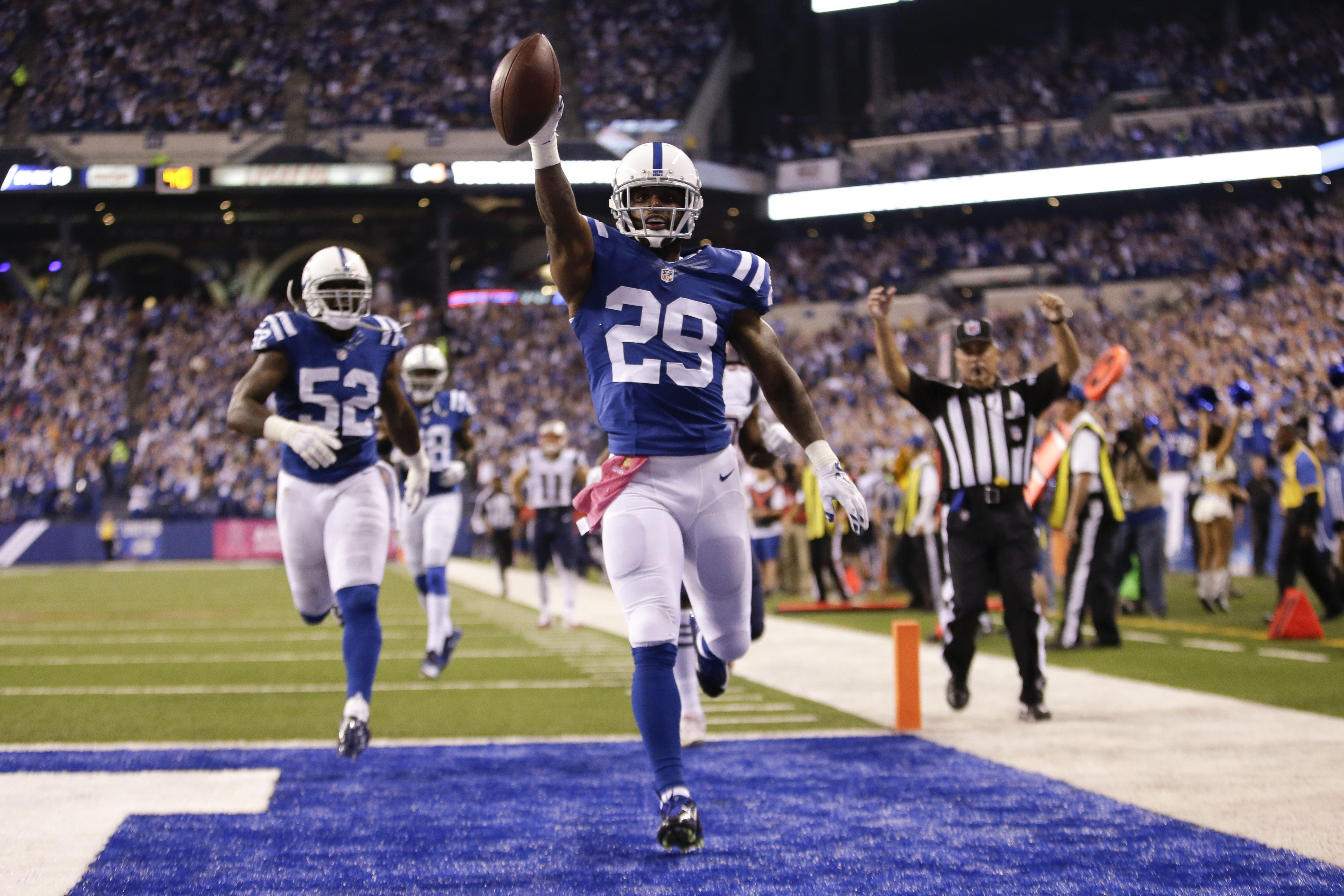 Indianapolis Colts strong safety Mike Adams (29) scores a