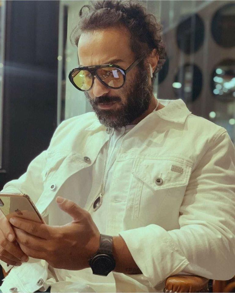 عرض مسلسل الكابتينو في رمضان 2021 Glass Round Glass