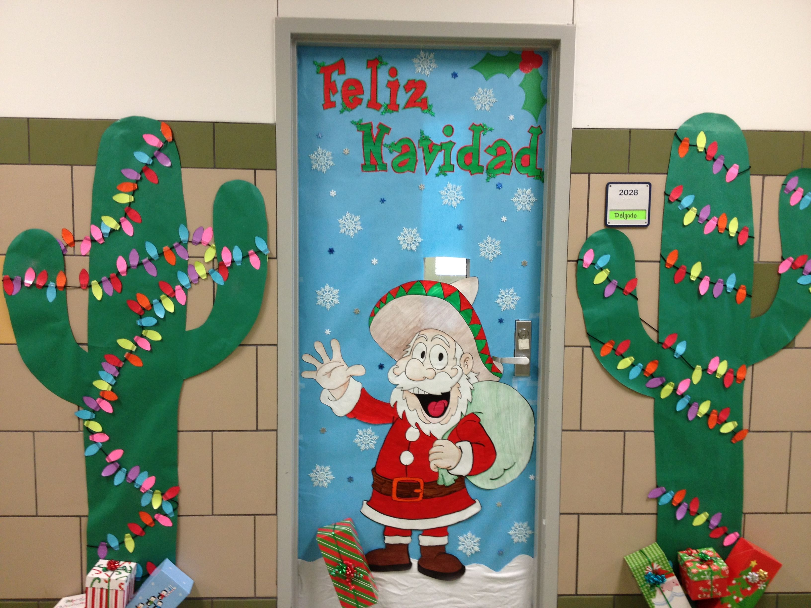 Christmas door decorating school ideas pinterest for How to decorate apartment door for christmas