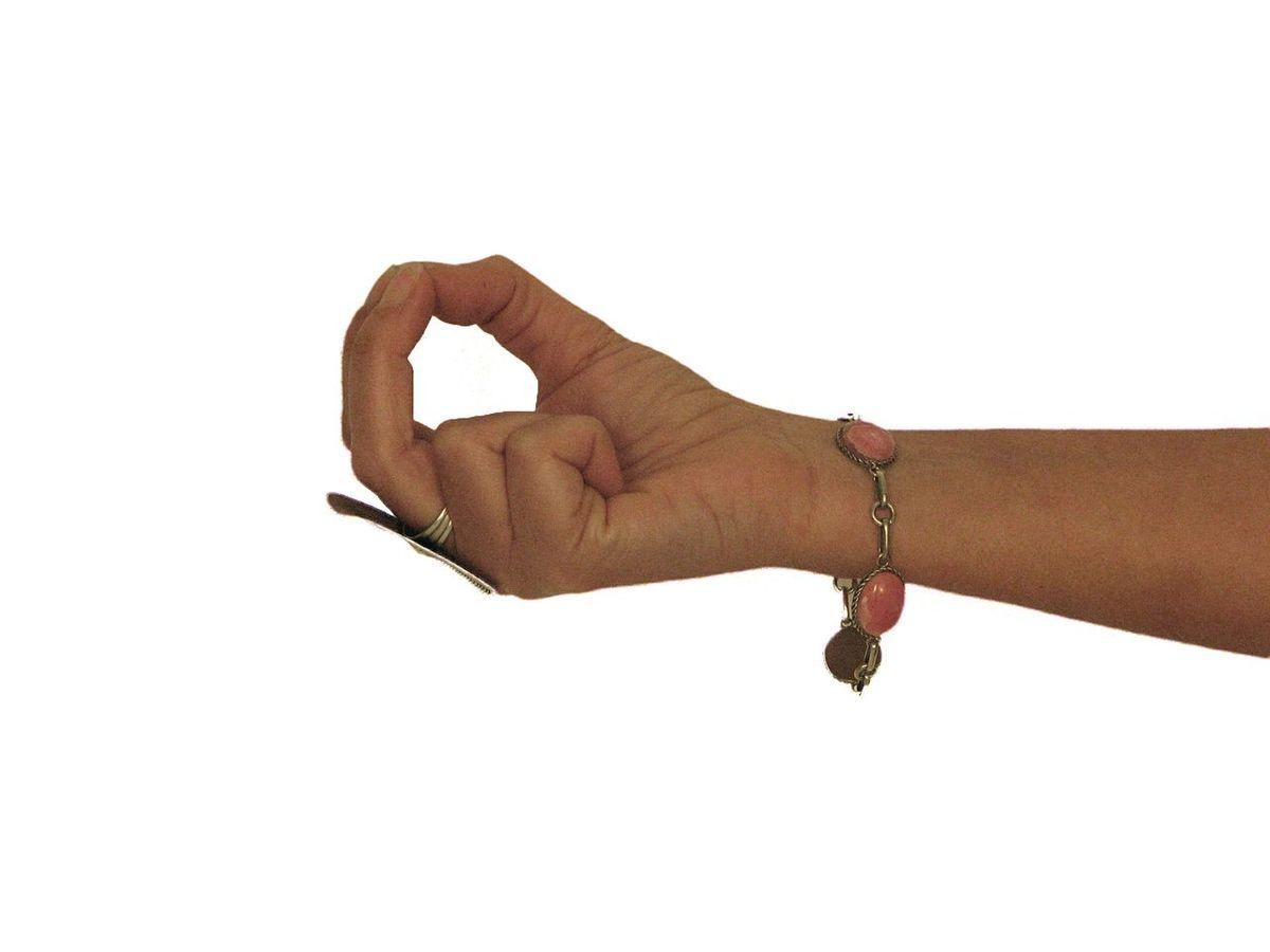 Mudra, il potere è nelle mani: guida allo yoga dei sacri sigilli