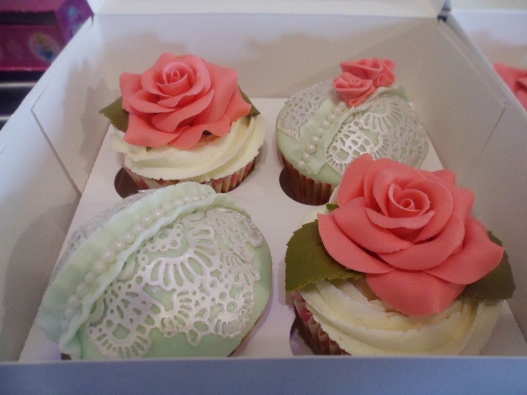 Rose & Lace cupcakes :)
