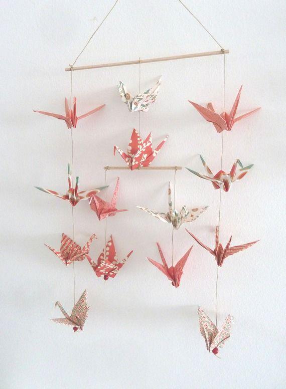 Mobile en origami 14 grues - rouge, or, vert- décoration murale - guirlande lumineuse pour chambre bebe