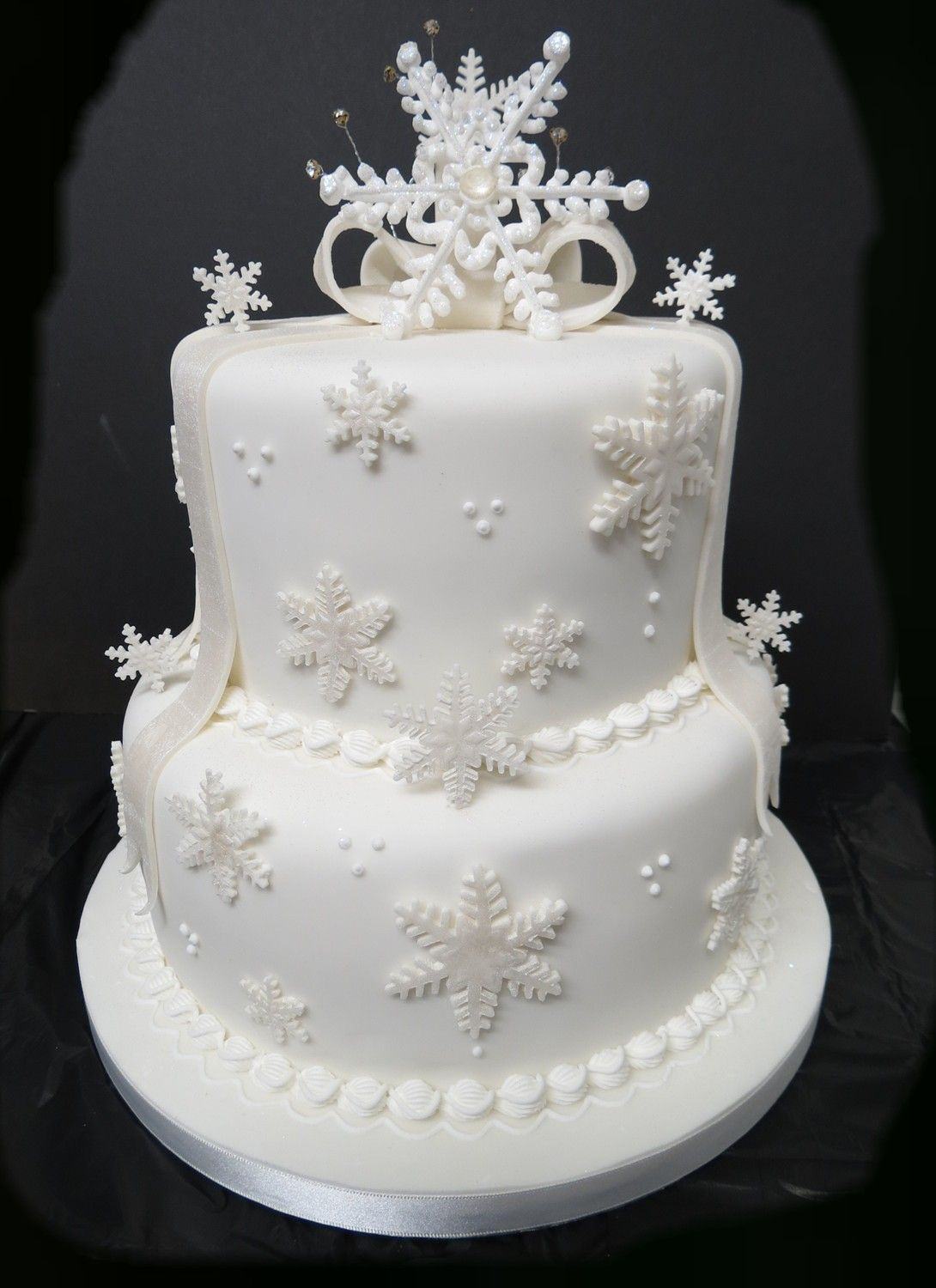 A 2 tier Snowflake Wedding Cake | Frozen weddings | Pinterest ...