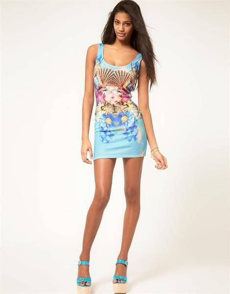 Девушка в коротком платье и колготках — pic 4