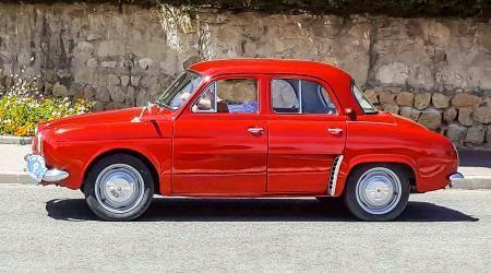 Véhicule ancien « Renault Dauphine »