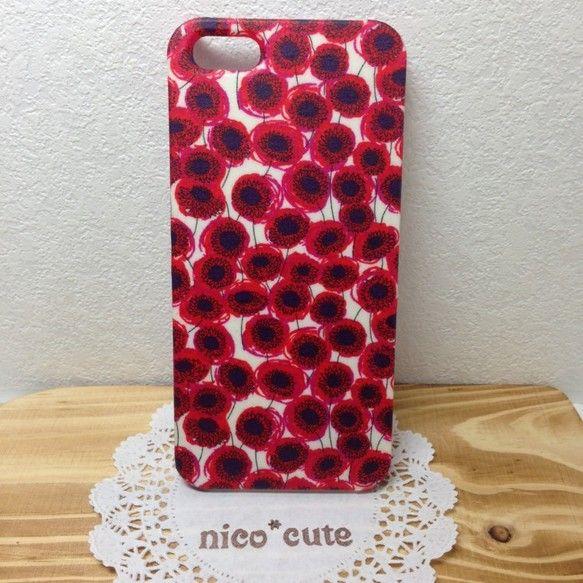 ◆iPhone5/5S用リバティプリント布でコーティングしたスマホカバーです。こちらはザンジーサンビームという柄です。ビビットな赤い花がまるで水玉模様のように...|ハンドメイド、手作り、手仕事品の通販・販売・購入ならCreema。