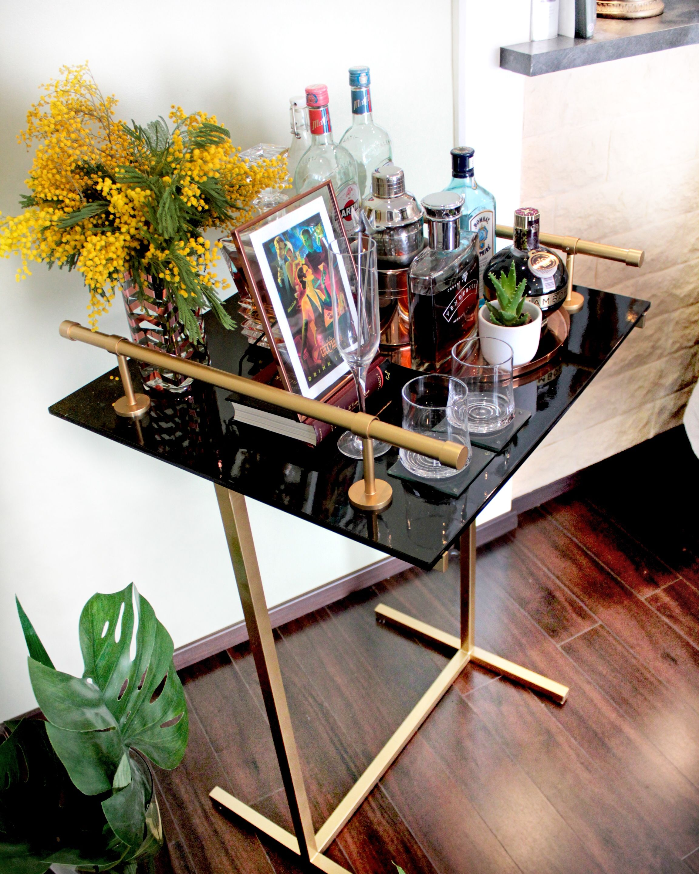 mini bar fait maison peinture epoxy laqu spray gold tr pied tringles rideaux home bar. Black Bedroom Furniture Sets. Home Design Ideas