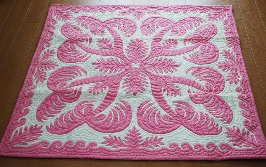 Beautiful pink and white hawaiian applique quilt aloha