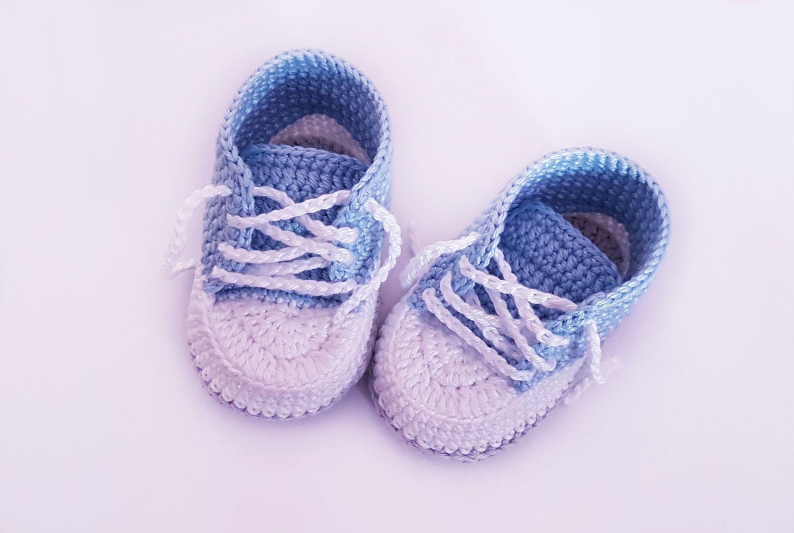 Kostenlose Häkelanleitung Babyschuhe für Neugeborene! #singlecrochet