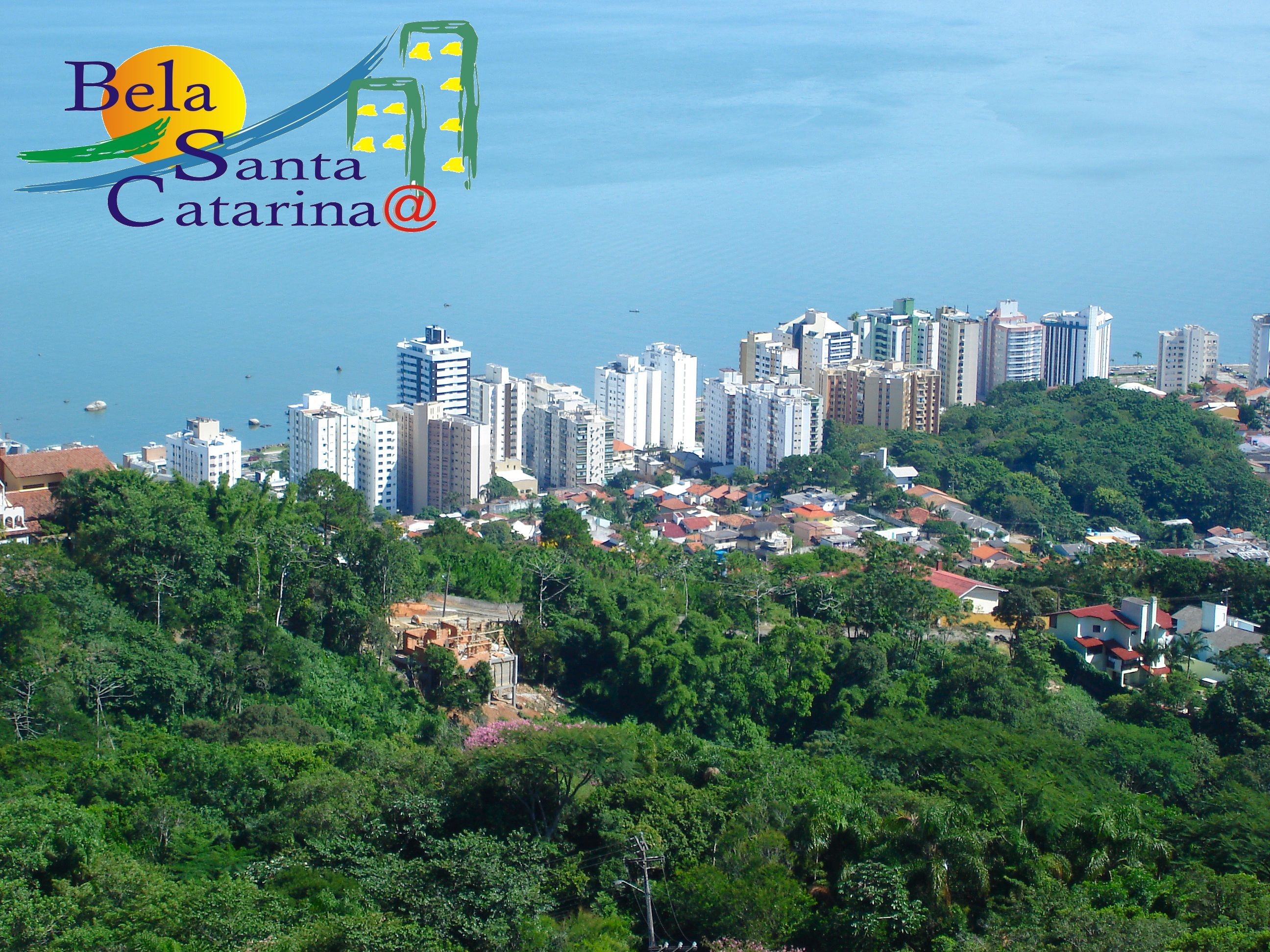 A ilha da Magia, rodeada por morros verdes e mar azul - www.belasantacatarina.com.br/florianopolis/