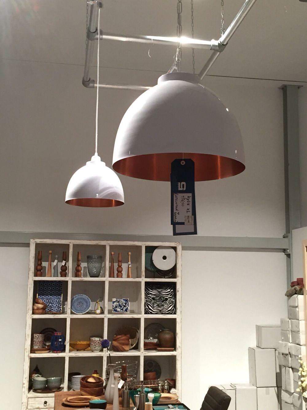 Boven eettafel; lamp