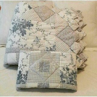 ##******Laura Ashley Quilt & Sham Quilted Zig Zag Edging Twin Size