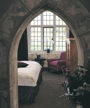 Fantastic entrance into cozy romantic/goth like bedroom. Love.