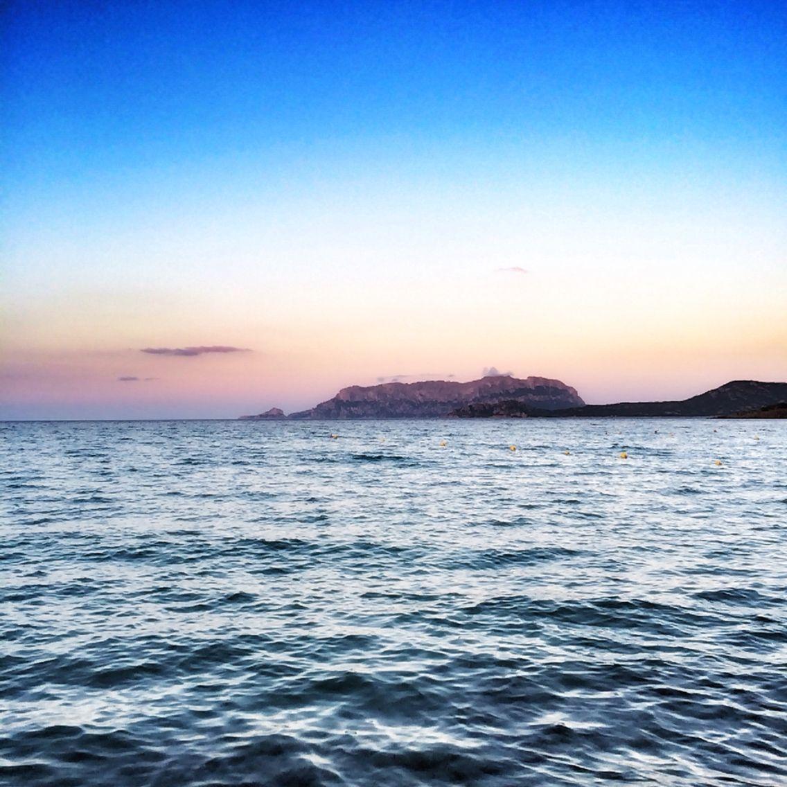Guardare tramonti che colorano le isole. #SpiaggediSdardegna