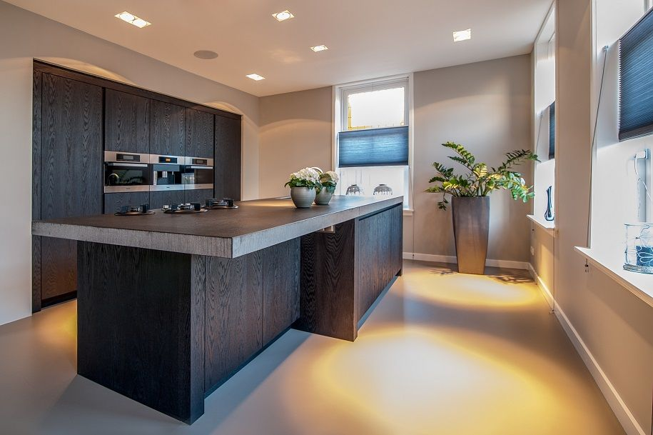 Keuken Moderne Zwart : Een keukenblad in zwart graniet op maat gemaakt slegers