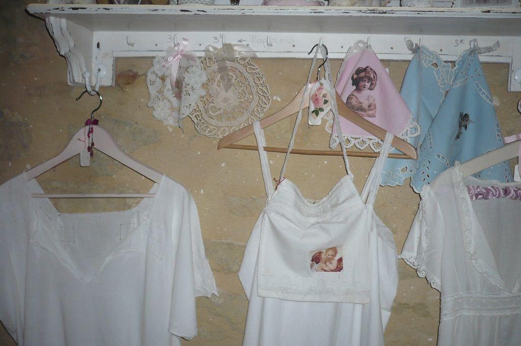 napperons anciens reloookés et chemises de nuit anciennes