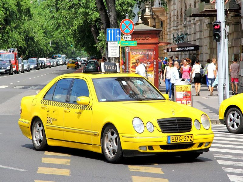 Advantages of using a private taxi near me service