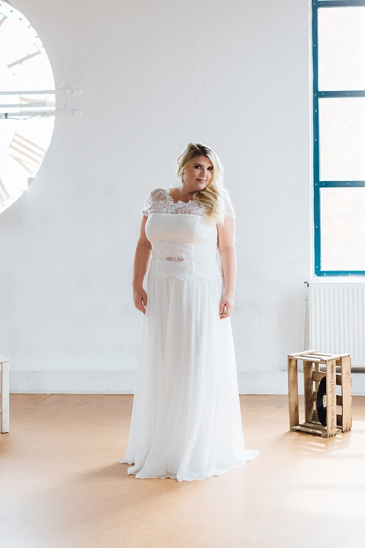 Brautkleider in großen Größen für Plus Size Bräute | Brautfrisuren ...