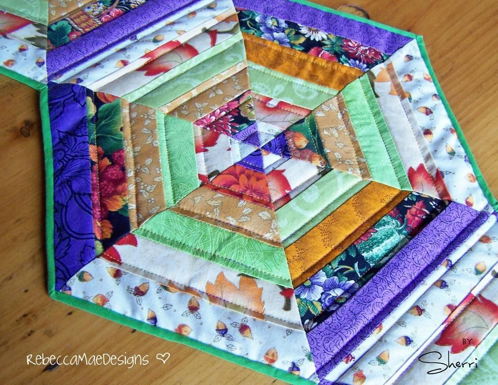 Quilted table runner hexagon pattern pattern on craftsy for Round table runner quilt pattern