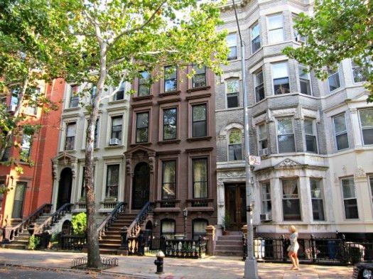Historic Greenpoint Homes In Brooklyn Classic Building Brooklyn Neighborhoods Brick Facade