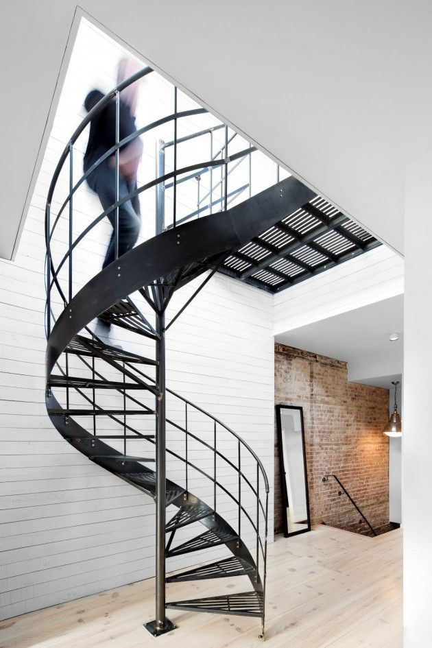 winding black | Esplanade Residence | Emilie Bédard and Maria Rosa Di Ioia | Montreal