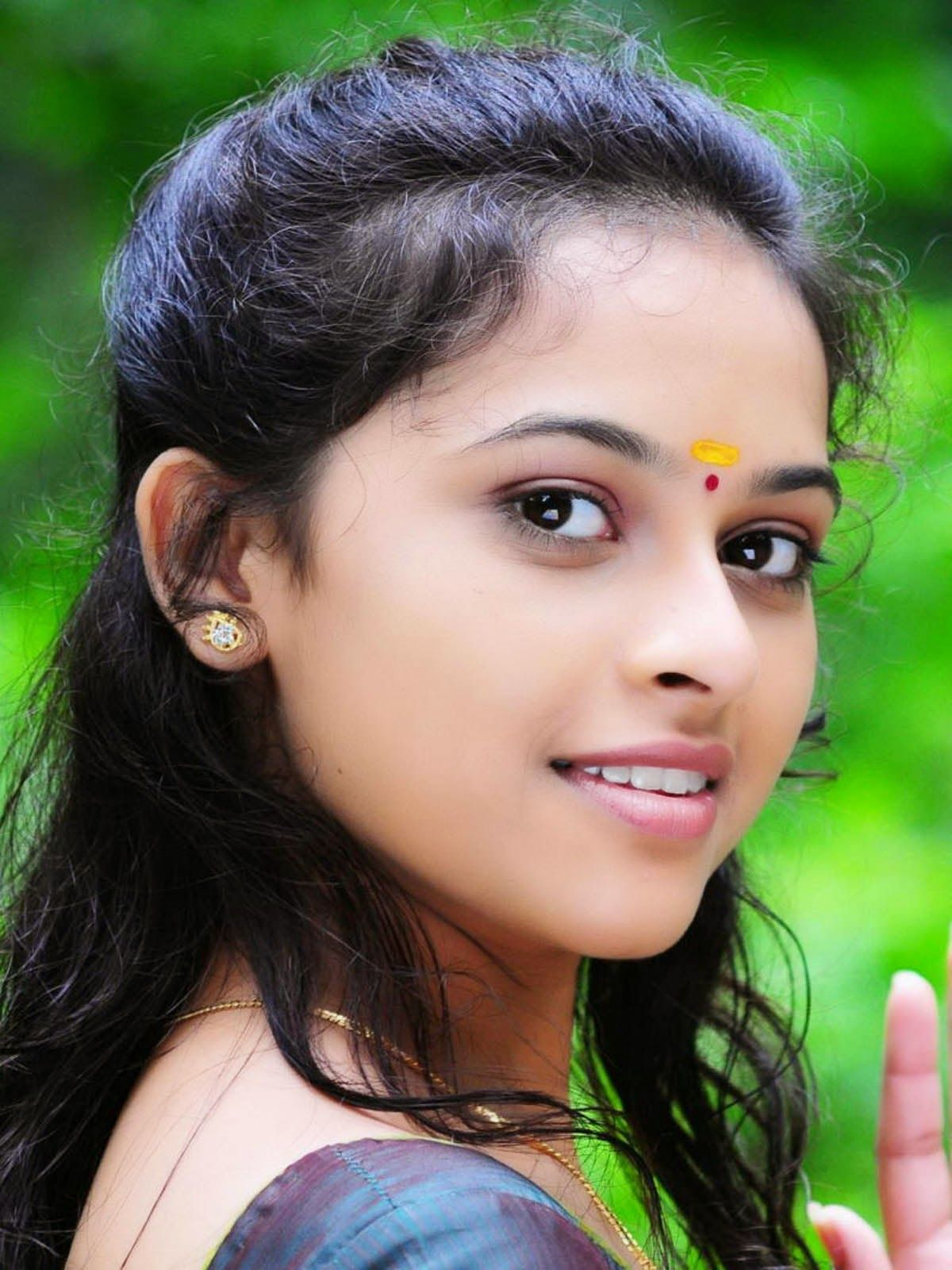 Girls Photo Stills Actress Sri Divya Hot Photos