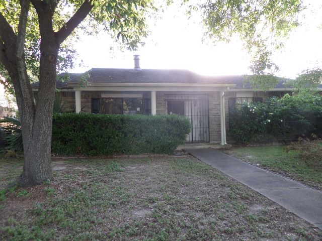 5819 Trlview Dr, Houston, TX 77049
