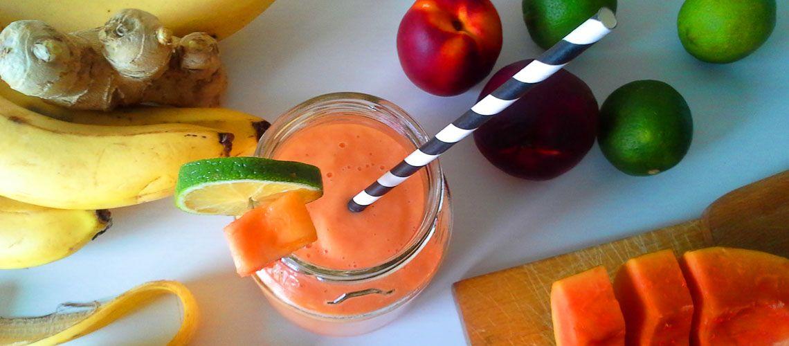 """Papaya Smoothie """"Ovocie anjelov"""", tak nazval papáju Krištof Kolumbus. Je veľmi zdravá a obsahuje enzým papaín, ktorý pomáha tráveniu. http://varme.sk/recipe/papaya-smoothie/?utm_source=fb&utm_medium=papaya-smoothie&utm_campaign=pinterest-main"""