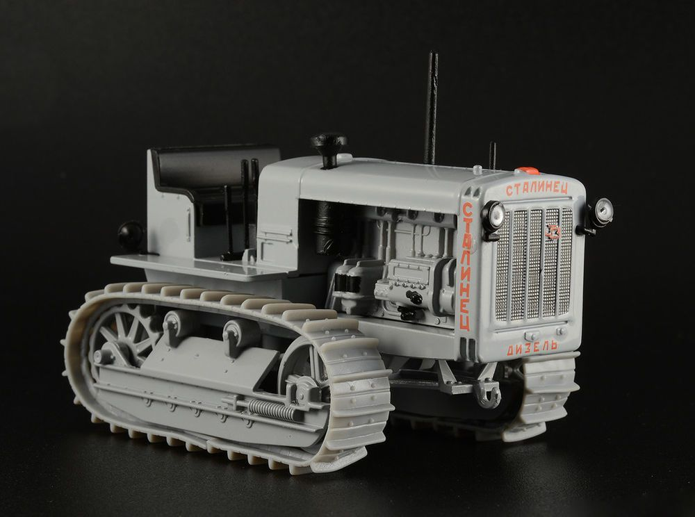1:43 scale model tractor Stalinets-65