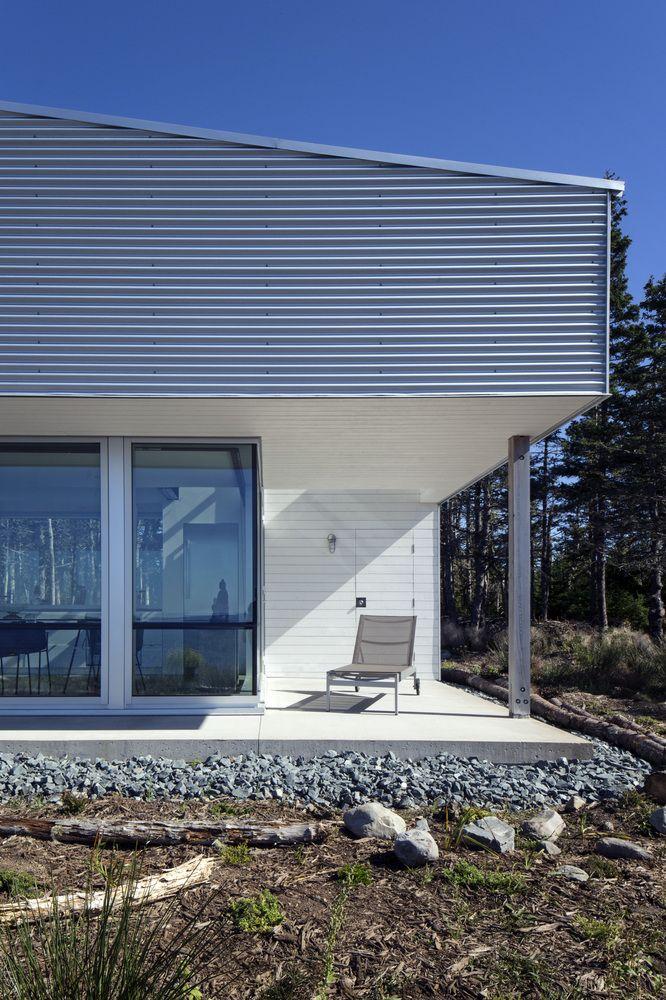 De Vries House / MackayLyons Sweetapple Architects