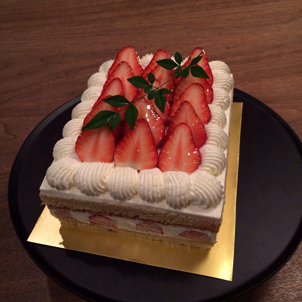 大人女子の集まりに持って行ったケーキ。子供もいるので、大人デザインで子供が好きなショートケーキ。